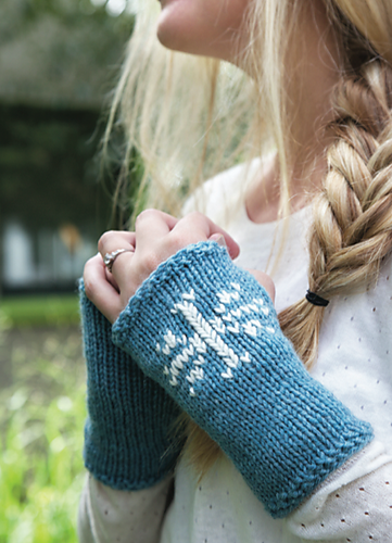 Free knitting pattern for Fingerless Snowflake Gloves and more weekend knit patterns