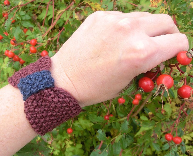 Free Knitting Pattern for Bow Cup Cozy, Bracelet, and Headband