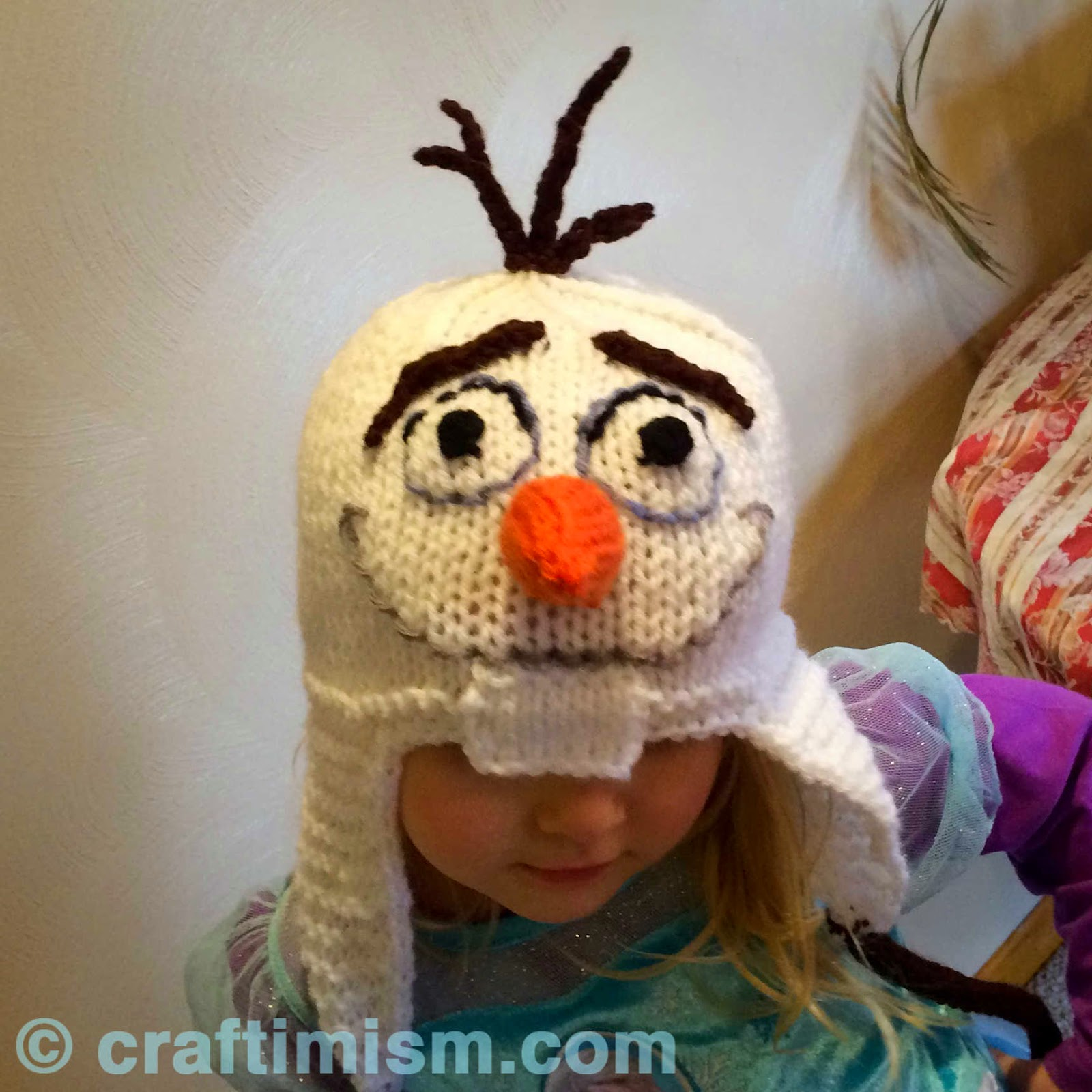 Olaf Hat Knitting Pattern by Heidi Arjes https://www.craftimism.com/2015/01/olaf-inspired-knit-hat.html