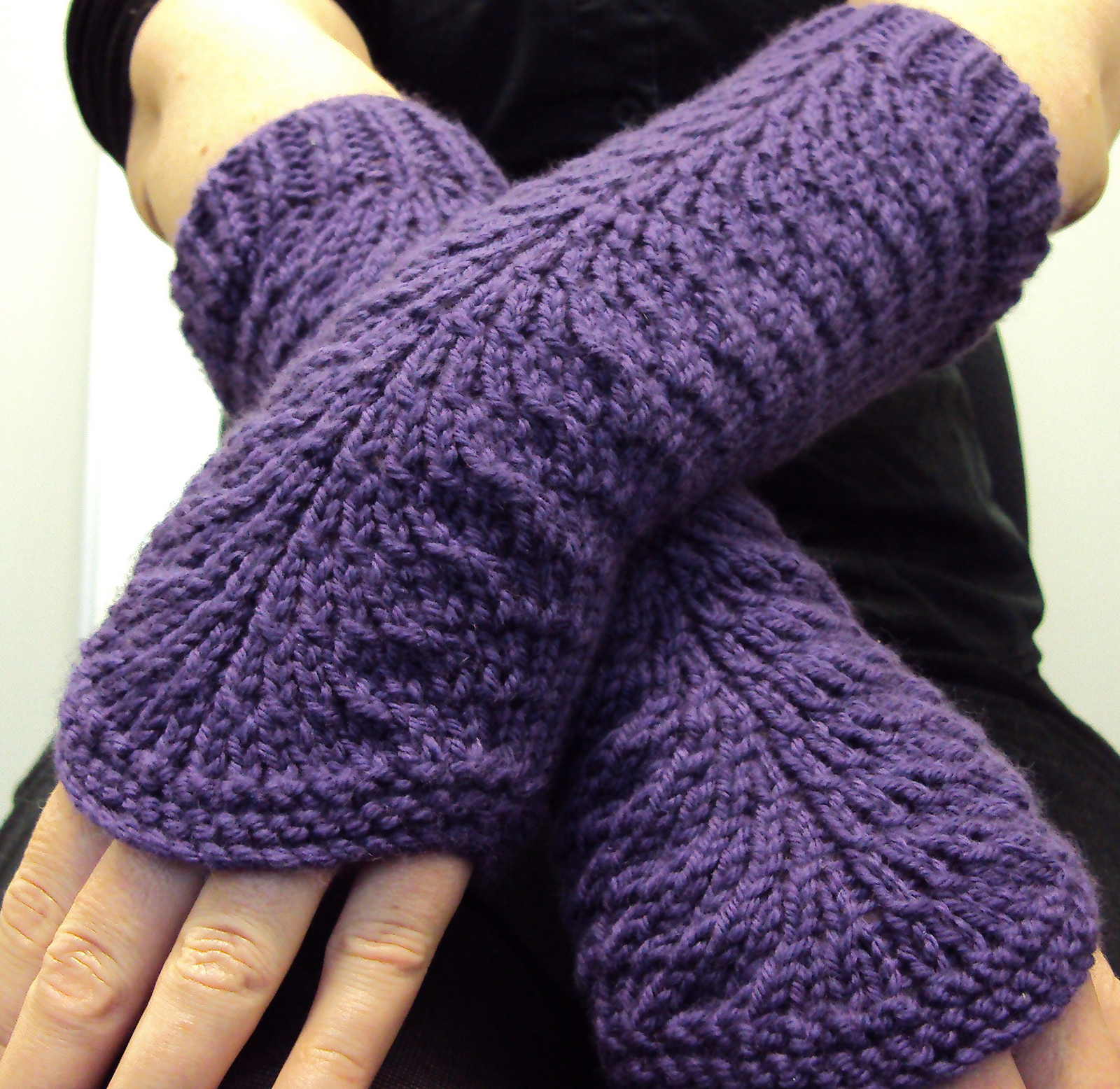 Free Knitting Pattern for Easy Lana's Gloves