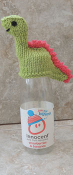 Free knitting pattern for Smoothiesaurus dinosaur bottle topper