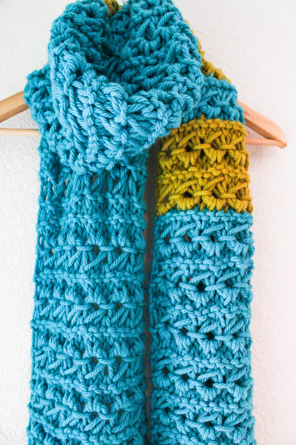Free Knitting Pattern for 4 Row Repeat Crown Stitch Super Scarf
