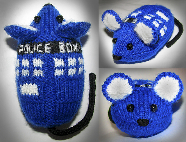 Free knitting pattern of TARDIS Mouse