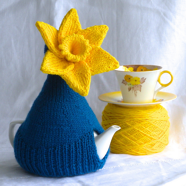 Free knitting pattern for Miss Daffy Dill Teapot Cozy