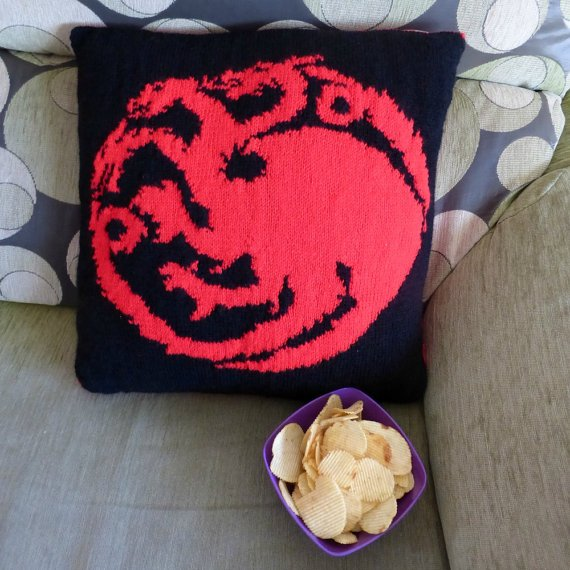 Knitting pattern for House Targaryen Cushion