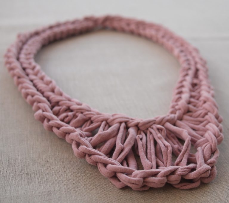 Free knitting pattern for Necklace of tshirt yarn