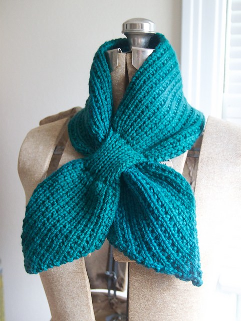 Free knitting pattern for Anthro-inspired Scarflet and more neckwarmer knitting paterns