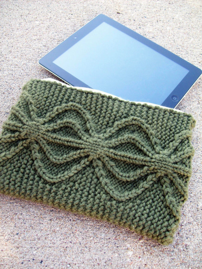 Knitting Pattern for Aviatrix Clutch or Tablet Cover