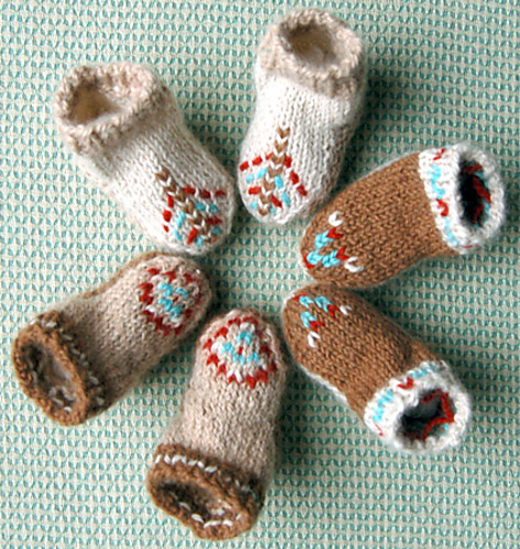 Free knitting pattern for Baby Mocs shoes and more baby booties knitting patterns