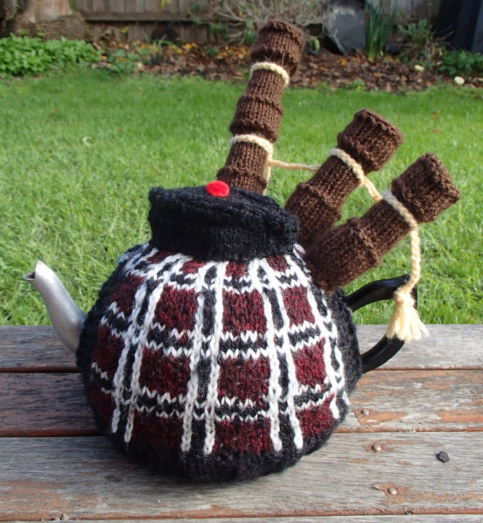 Knitting Pattern for Bagpiper Tea Cosy