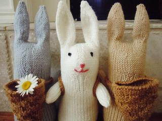 Free knitting pattern for bunnies with baskets