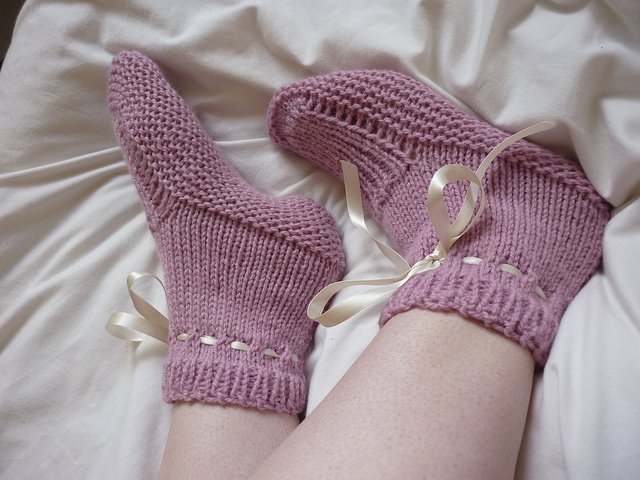 Worsted Flat-Knit Bedsocks Free Knitting Pattern and more free slippers knitting patterns