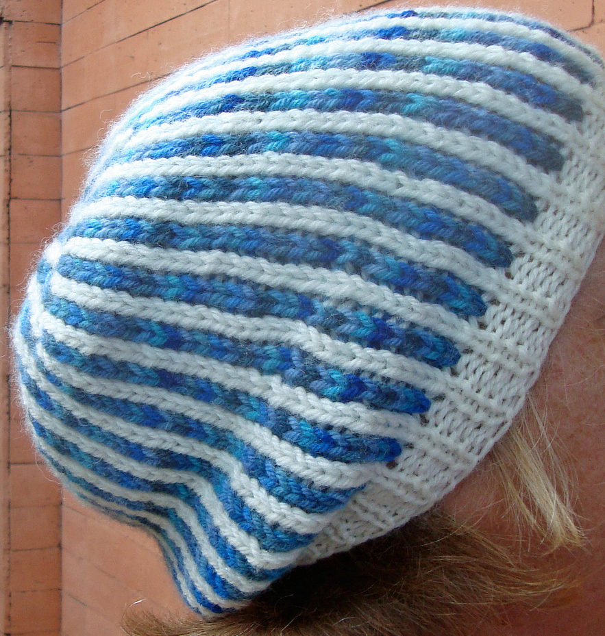 Free Knitting Pattern for Matching Bi-Color Mitts and Slouchy Hat