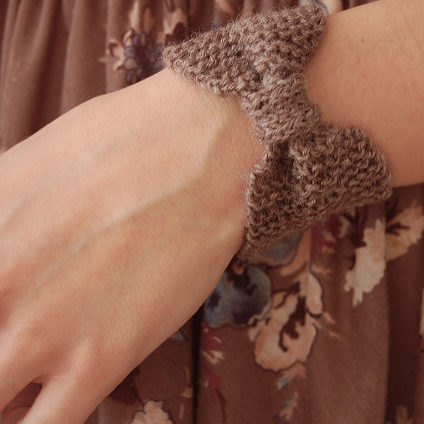 Free Knitting Pattern for Bow Pouch Bracelet
