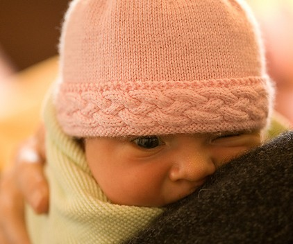 Free knitting pattern for baby hat with cable trim 3f4c0302316