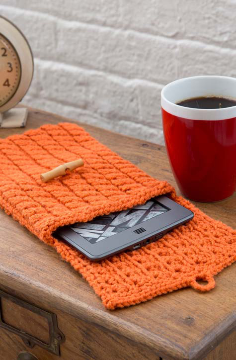 Free Knitting Pattern for Cabled E-Reader Cozy