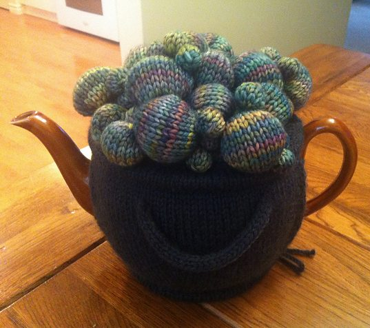 Free knitting pattern for Cauldron Tea Pot Cozy