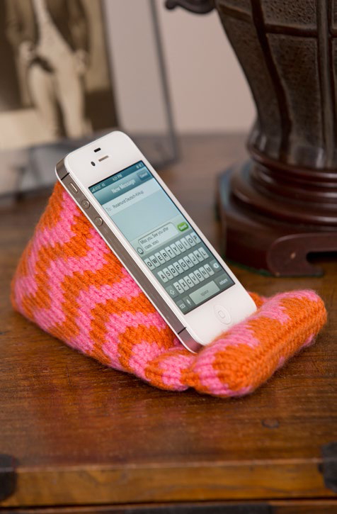 Free Knitting Pattern for Cell Phone Resting Place