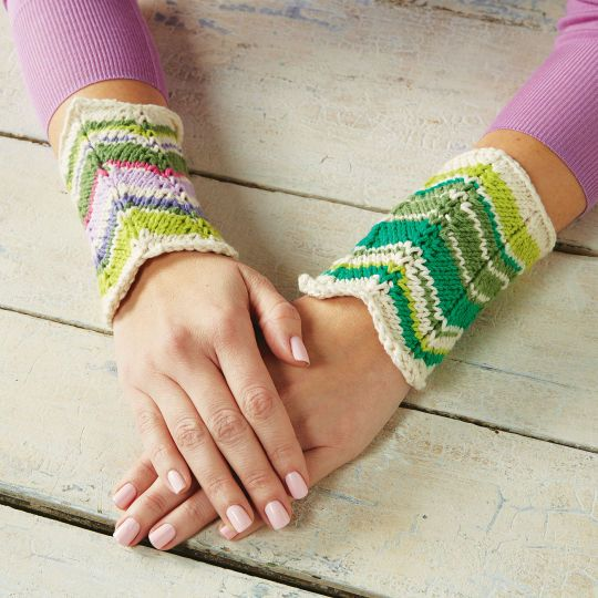 Free knitting pattern for Chevron Cuffs wristwarmers and more chevron zigzag knitting patterns