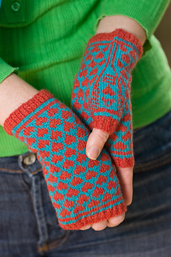 Knitting pattern for fingerless mitts with heart design and I heart you on the thumb gusset