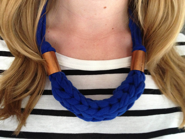 Free knitting pattern for Chunky Finger Knit necklace