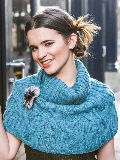 Free knitting pattern for Cloos capelet cabled poncho