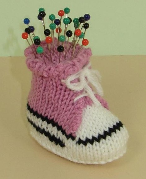 Free knitting pattern for Converse Shoe Pincushion and more knitting patterns for knitters