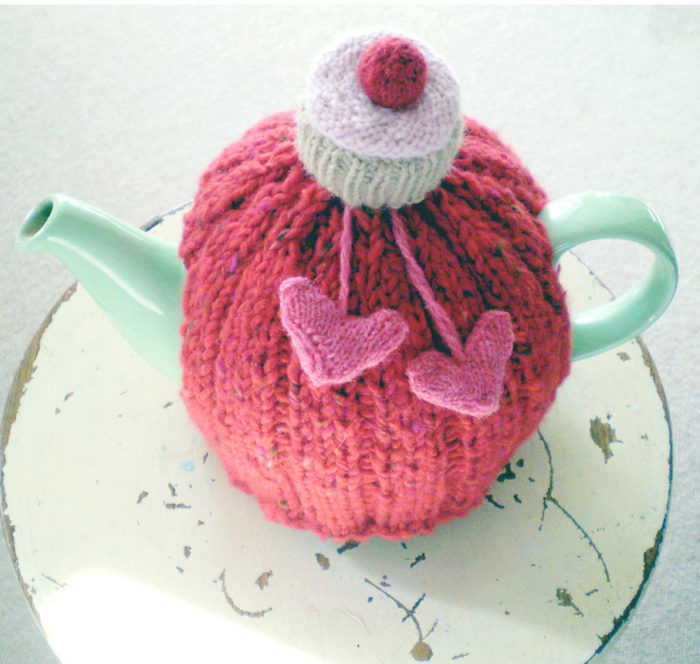 Free Knitting Pattern for 'I love you cupcake' Tea Cozy
