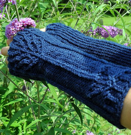 Free knitting pattern for District 12 fingerless gloves