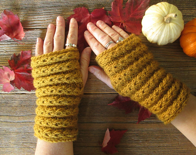 Donalda Gilchrist Samhain Mitts Free Knitting Pattern | Outlander Inspired Knitting Patterns at http://intheloopknitting.com/outlander-inspired-knitting-patterns/