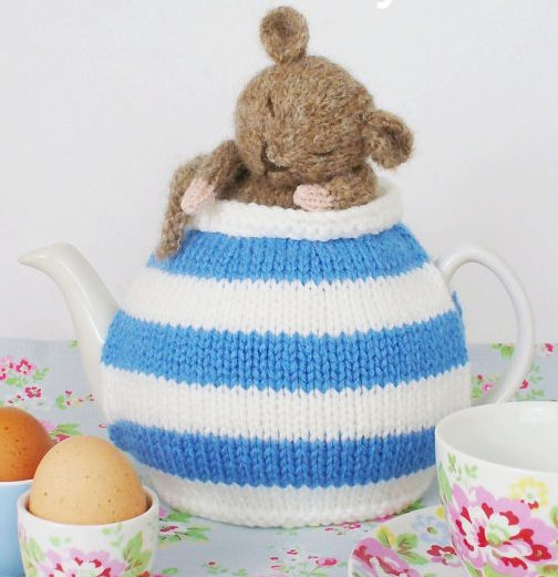Knitting pattern for Dormouse Teapot cozy