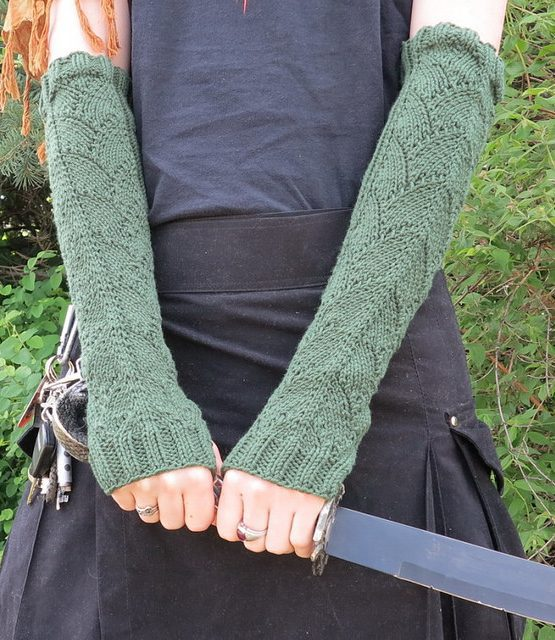 Free knitting patterns for Dragon Scale Gauntlets