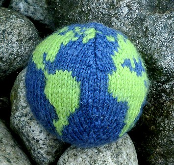 Free knitting pattern for Earth ball and more stash busting knitting patterns