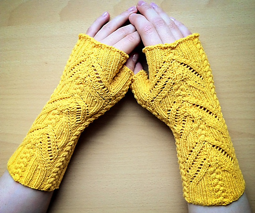Knitting pattern for Everdeen Mitts