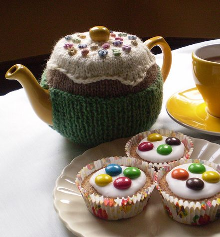 Free knitting pattern for Fairy Cake Tea Cozy