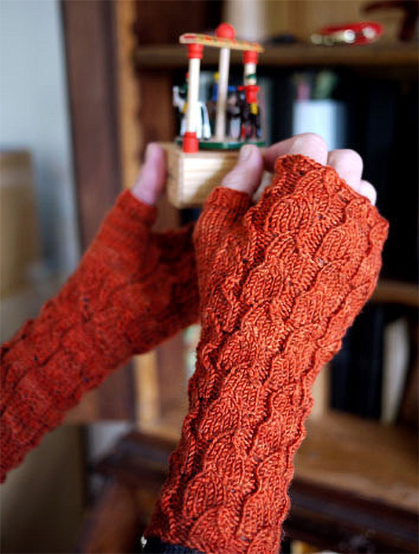 Free Knitting Pattern for Fallberry Mitts