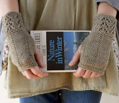 Knitting pattern for Fee-Bee fingerless mitts