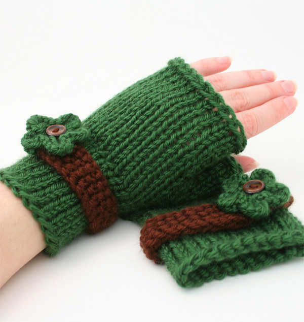 Knitting pattern for Flower Fingerless Mitts