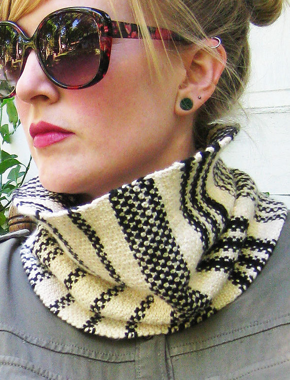 Knitting Pattern for French Linen Cowl