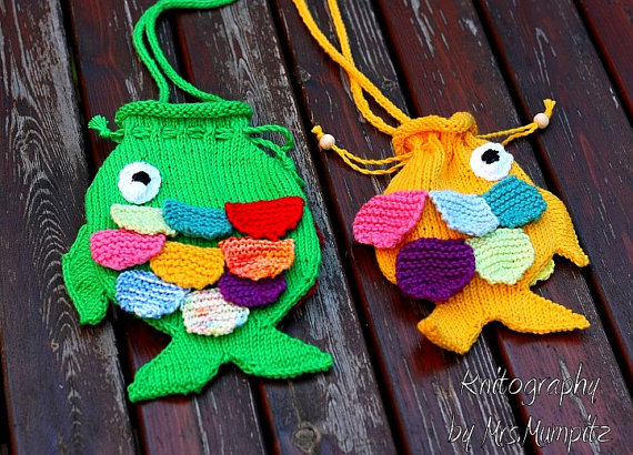 Cute Fish Purse for Kids - knitting pattern pdf download - for beginners and advanced knitters, DIY gifts for kids / Bag, Tote, and Purse knitting patterns at https://intheloopknitting.com/bag-purse-and-tote-free-knitting-patterns/