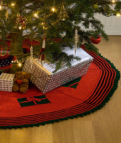 Free Knitting Pattern for Gifts Around the Tree Skirt