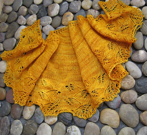 Free knitting pattern for Gingko Crescent Shawl