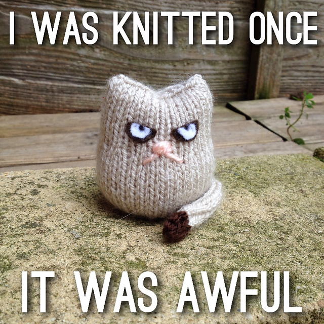 Grumpy Cat knitting pattern -- free knitting pattern to adapt for a Grumpy Cat look