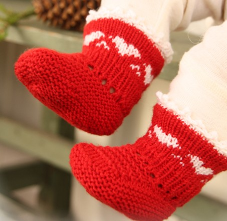Free knitting pattern for Heart Border Booties and more baby bootie knitting patterns