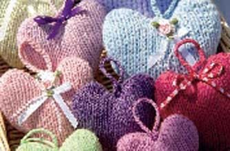 Valentine's Day heart knitting pattern. More free knitting patterns at www.terrymatz.biz/intheloop