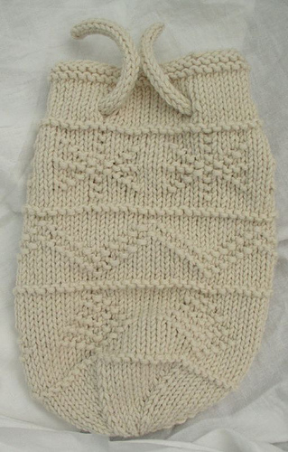 Free knitting pattern for a Holiday Gift Bag and more gift wrap knitting patterns