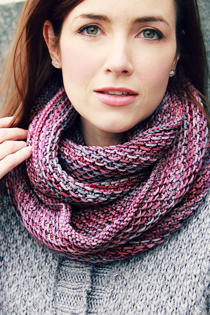Free knitting pattern for Honey Cowl