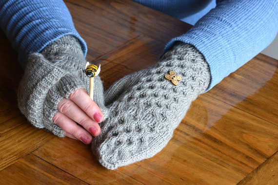 Knitting pattern for Honey Tree convertible fliptop mittens and more device knitting patterns