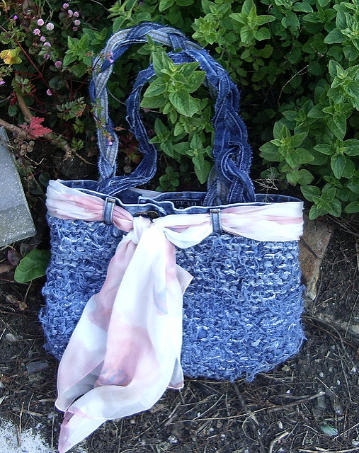 Free knitting pattern for Injeanious tote bag made from recycled jeans