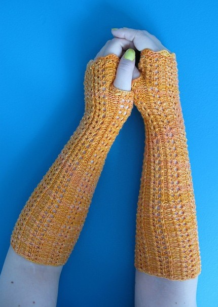 Free knitting pattern for Khaleesi Mitts